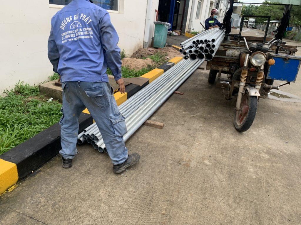 Lắp đặt đường ống dẫn khí cho máy dập nhựa kcn Long thành