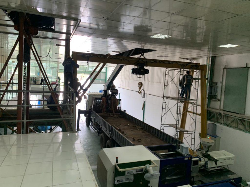 Lắp đặt hệ thống máy dập nhựa